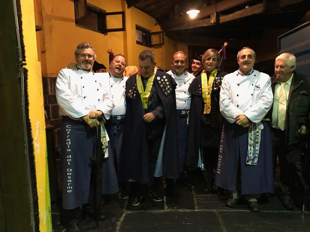 Cofrades de la Cofradía del Desarme y de la Cofradía de Siceratores en el IV Capítulo de la Cofradía de Siceratores de Asturias