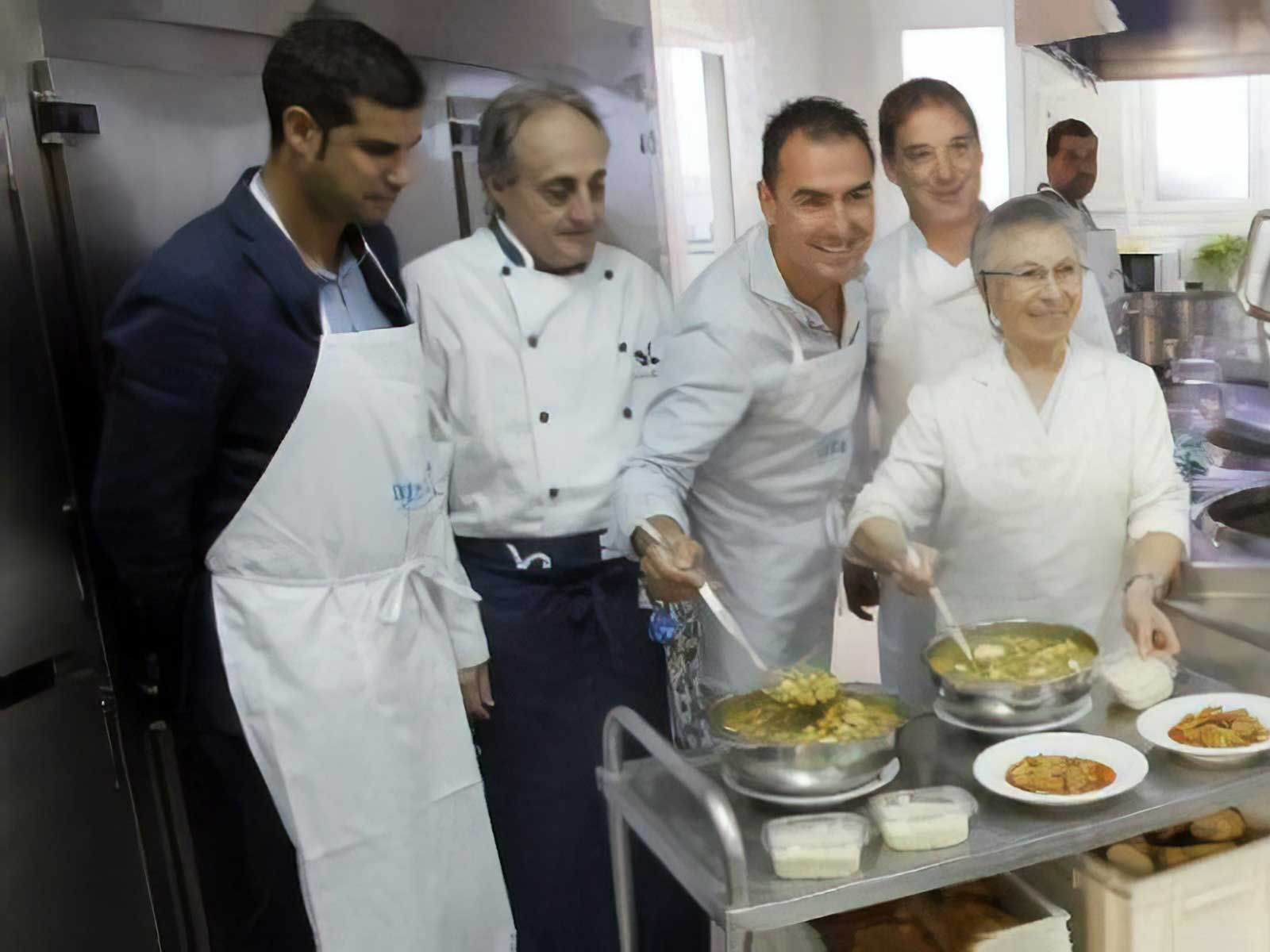 la-cofradia-del-desarme-con-la-cocina-economica